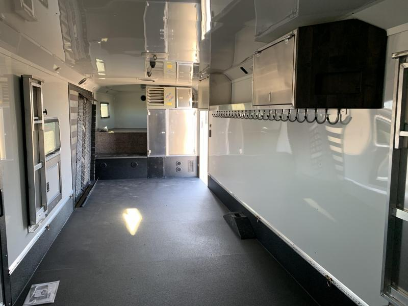 2019 Logan Coach 31' HorsePower Zbroz Edition SPRING CHECK PKG