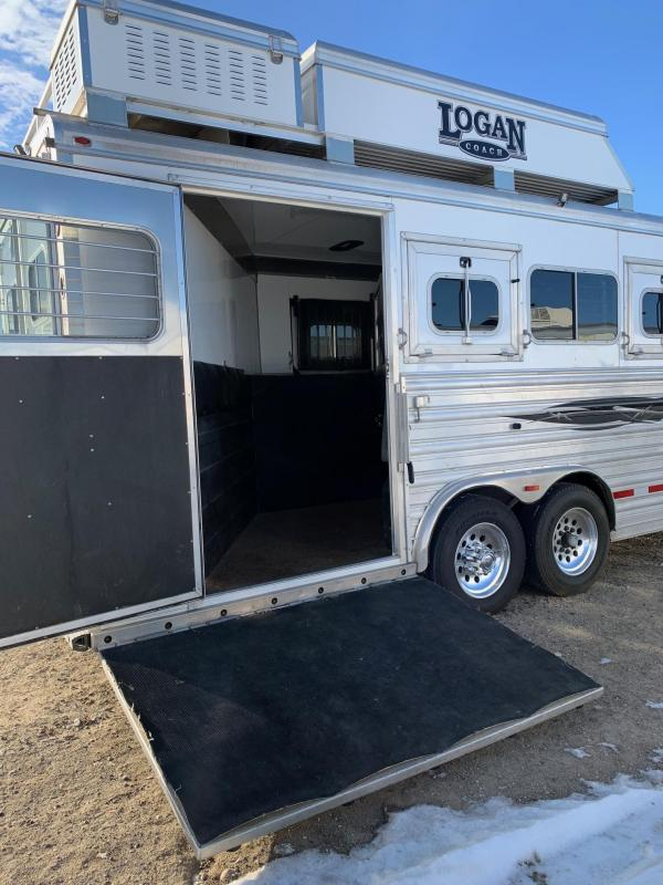 2015 Logan Coach 4H LQ Horse Trailer