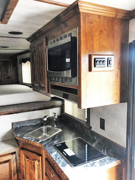 2020 2 Horse Cimarron Living Quarters Trailer