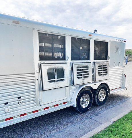 2003 Platinum Coach 3 Horse Living Quarters Trailer