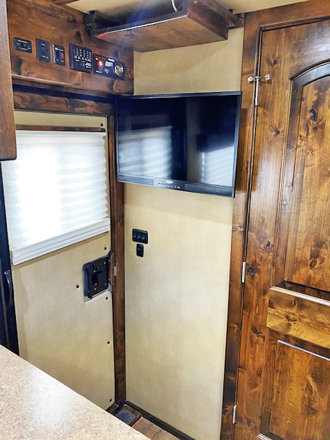 2017 Logan Coach 2 Horse Living Quarters Horse Trailer
