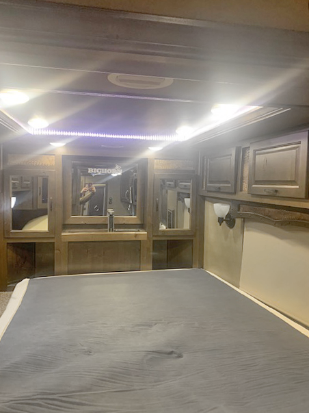 2017 Lakota 5 Horse Living Quarters Horse Trailer