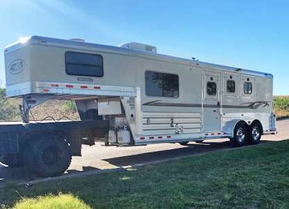 2010 4-Star 3 Horse Living Quarters Trailer