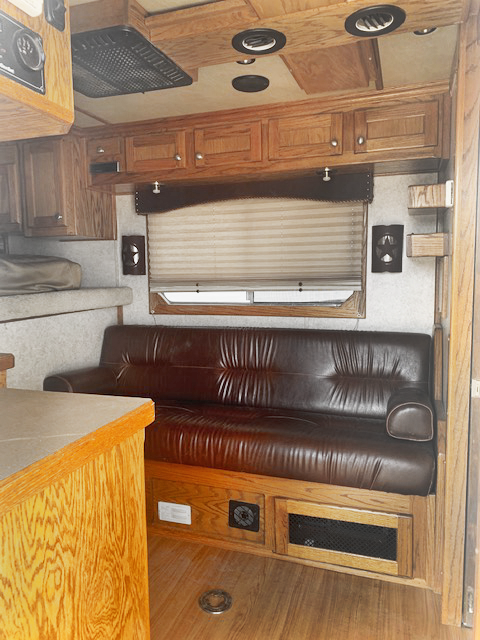2005 4-Star 4 Horse Living Quarters Trailer
