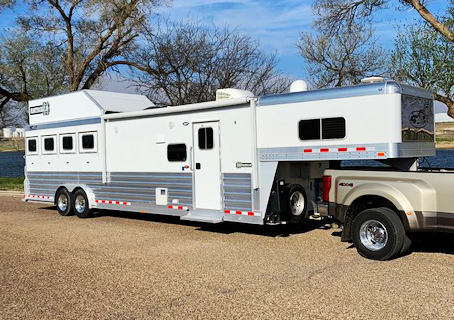 2018 4 Star 4 Horse Living Quarters Trailer