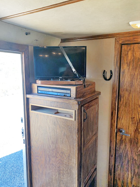 2001 4-Star 4 Horse Living Quarters Horse Trailer