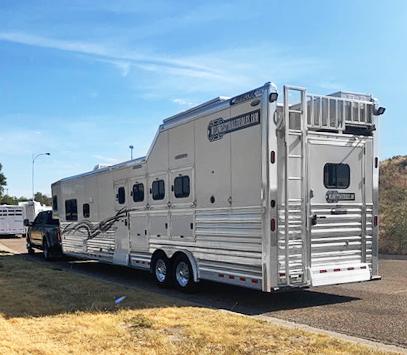 2016 Cimarron 4 Horse Living Quarters Trailer