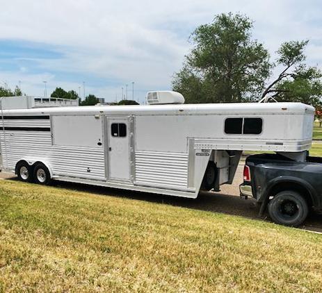 2007 Platinum Coach 3 Horse Living Quarters Trailer