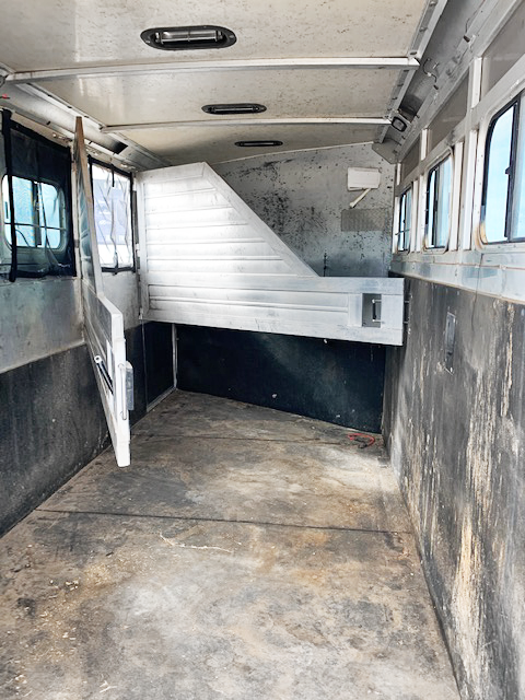 2000 4 Horse Hart Living Quarters Trailer