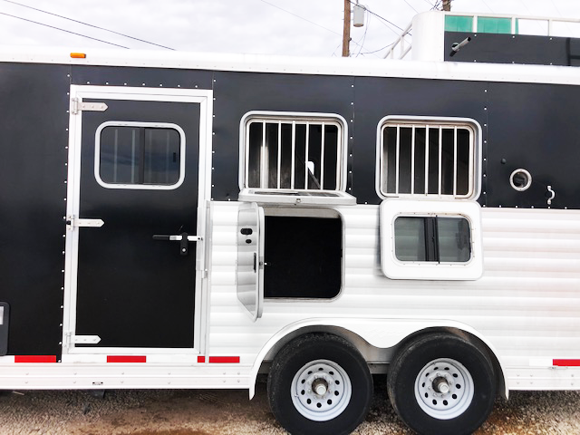 2013 Black Exiss 3 Horse Living Quarters Horse Trailer