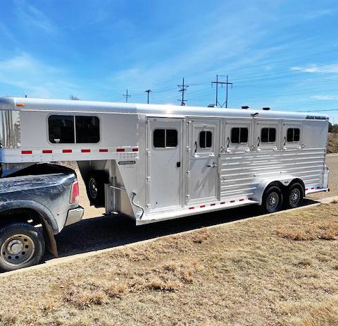 2014 Elite 4 Horse Trailer