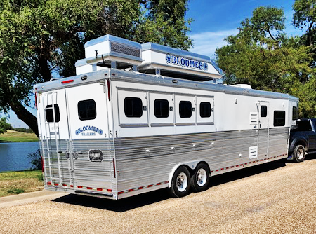 2007 Bloomer 4 Horse Living Quarters Trailer