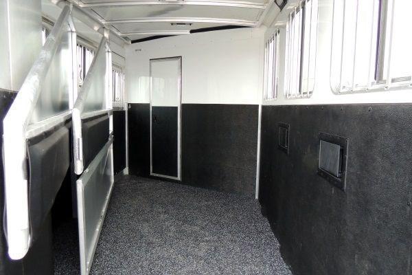 2019 Exiss 7300 GN - Polylast Floor! No Rubber Mats!