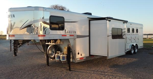 2020 Lakota Charger 8415SR Horse Trailer