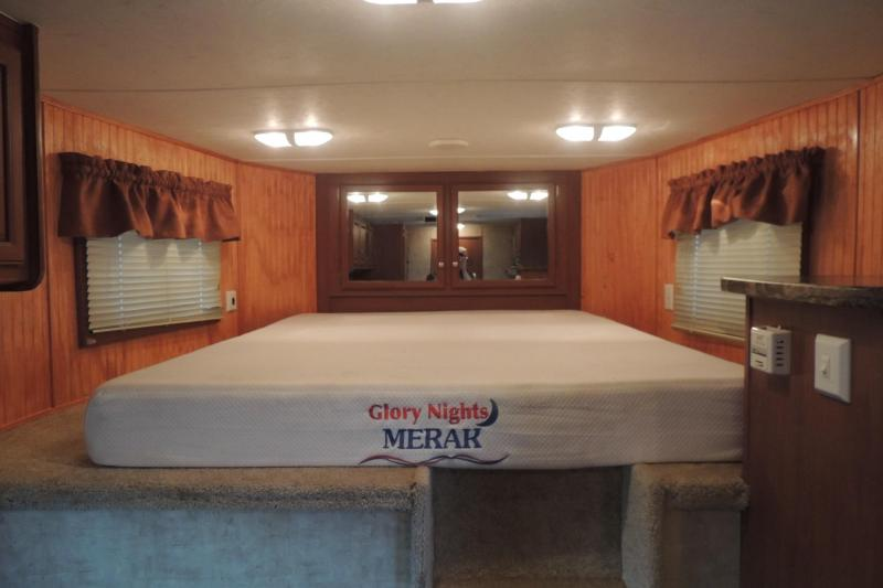 2008 Bison Trailers Trail Express 8410 Horse Trailer
