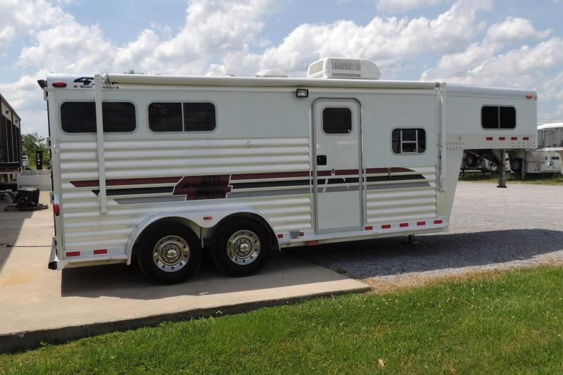 2002 4-Star 7207 Horse Trailer