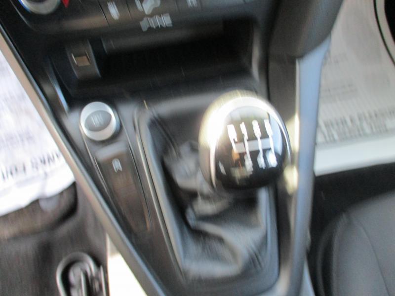 2016 Ford FOCUS SE Car