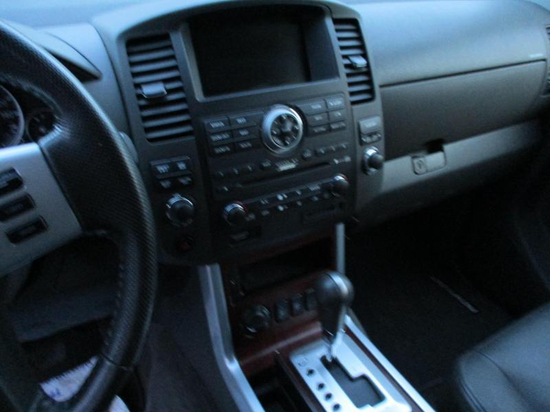 2010 Nissan PATHFINDER LE SUV