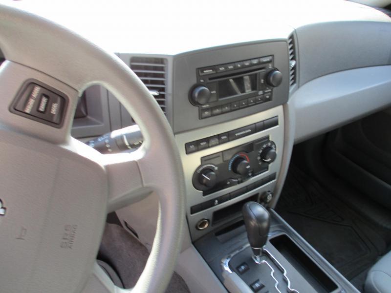 2005 Jeep GRAND CHEROKEE LARADO SUV