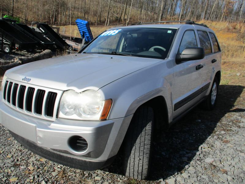 2005 Jeep GRAND CHEROKEE LARADO SUV