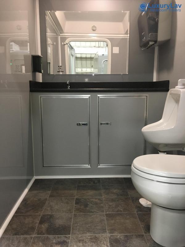 105 LuxuryLav 5 Stall Restroom Trailer