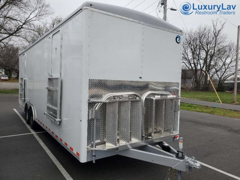 110 LuxuryLav WC 4F2M Multi Stall 10 Restroom Trailer