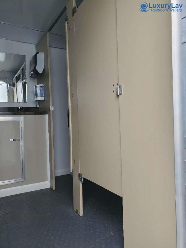 110 LuxuryLav WC 4F2M Multi Stall 10 Restroom Trailer