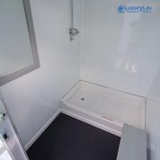 103 LuxuryLav WC Shower