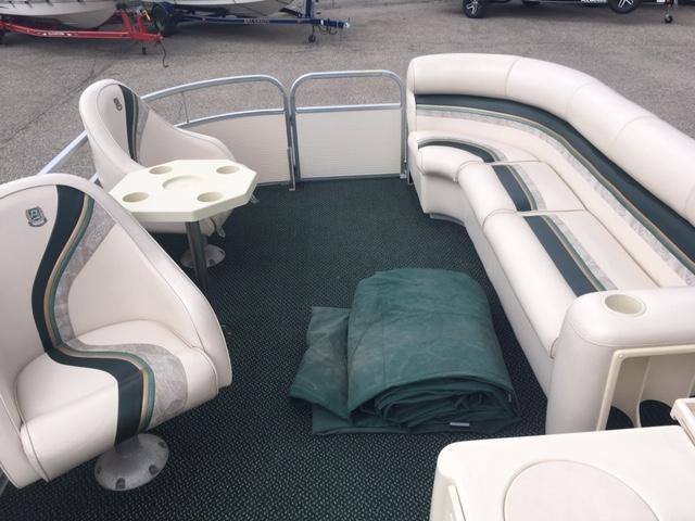 1998 Premier Marine Majestic 250 DL Tri-Toon Pontoon Boat