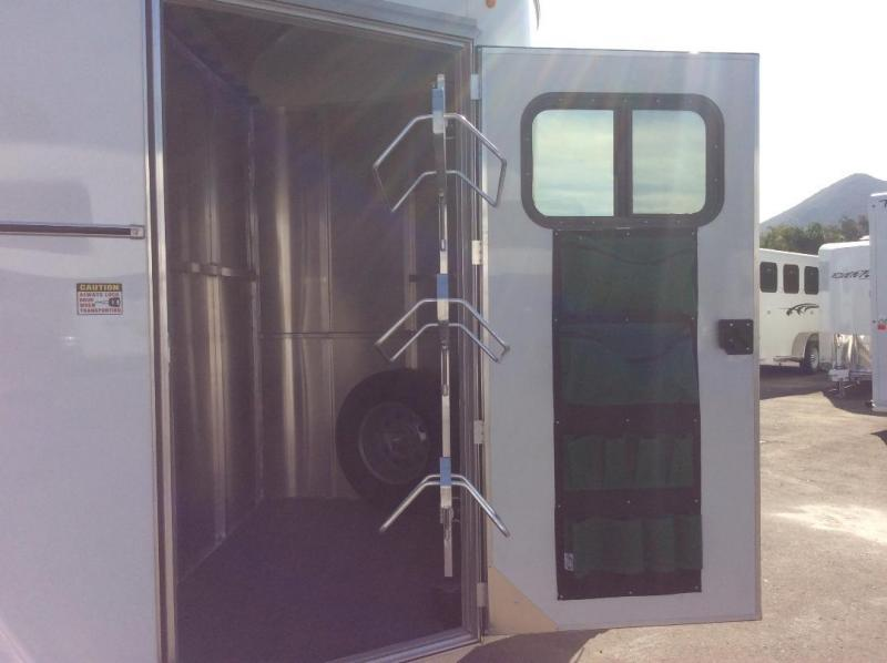 2019 Maverick LITE DELUXE Horse Trailer Warmblood