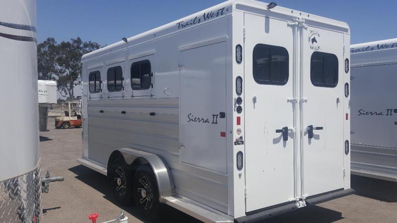 2019 Trails West  SIERRA II Horse Trailer Warmblood