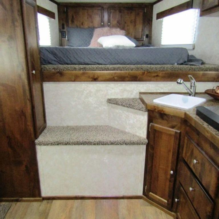 2019 Logan 810 Select Horse Trailer
