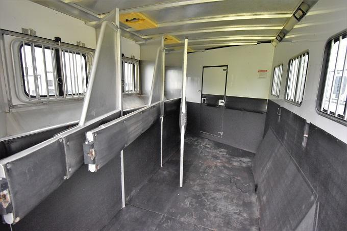 2008 Sundowner Trailers Sunrise with Bunkbeds Horse Trailer