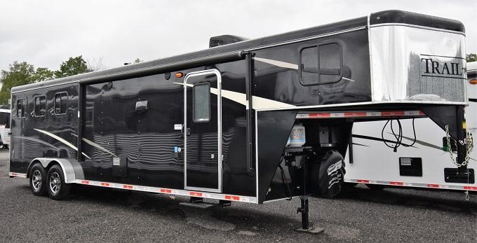 2020 Bison Trailers 7311 Trail Hand w/Slideout Horse Trailer