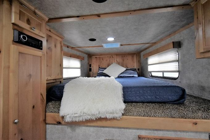 2020 Logan Coach 8310 Limited Horse Trailer