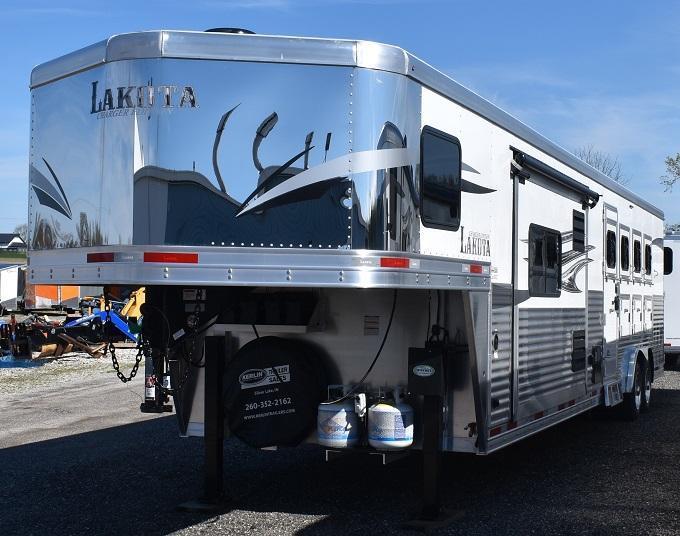 2019 Lakota Charger 8415 Center Entertainment Dual Isle Horse Trailer
