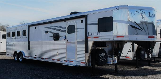 2019 Lakota Charger 8415 Center Entertainment Dual Isle Horse Trailer