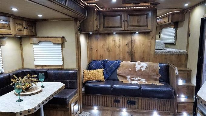 2020 Logan Coach 817 Ultra Razor Horse Trailer