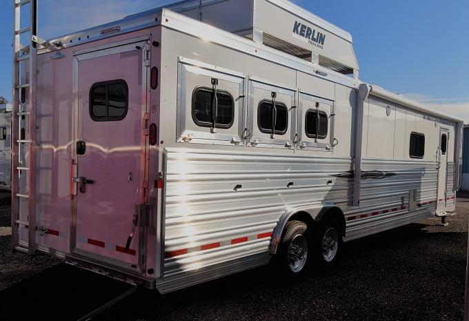 2020 Logan Coach 817 Ultra Razor Horse Trailer
