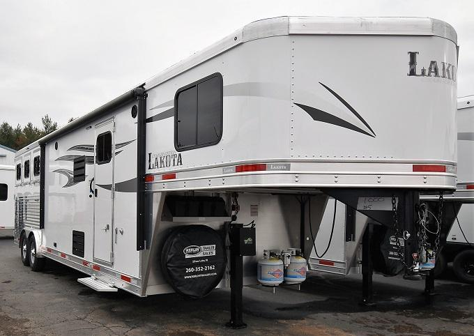 2020 Lakota Charger C8311 Riser Wall Sofa Horse Trailer