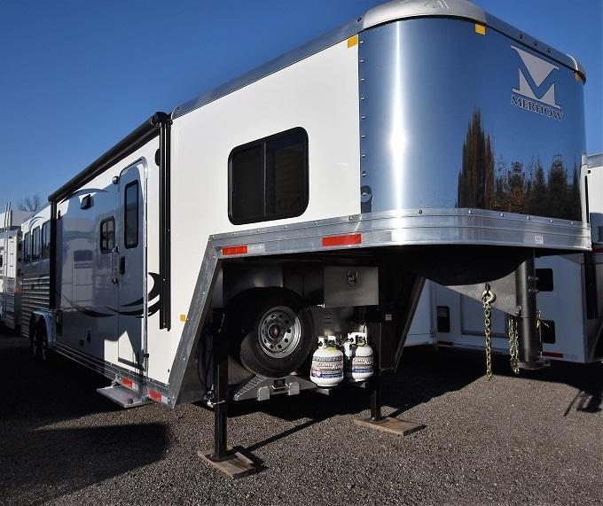 2020 Merhow Trailers 8311 Rear Kitchen Riser Wall Sofa Horse Trailer