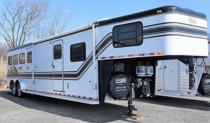 2001 Trail-Et Conquest with Midtack Horse Trailer