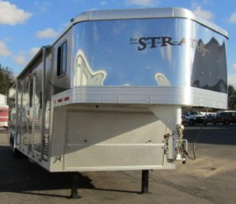 2009 Bison 8412 Stratus Horse Trailer