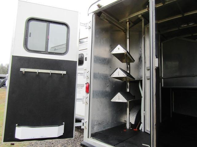2004 Bison Trailers 8310 Stratus w/slideout Horse Trailer