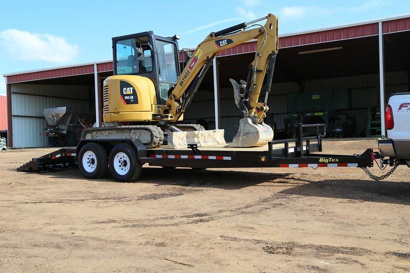 Big Tex 14ET -20Ft Heavy Duty tandem axle Equipment 7k Axles With Mega Ramps