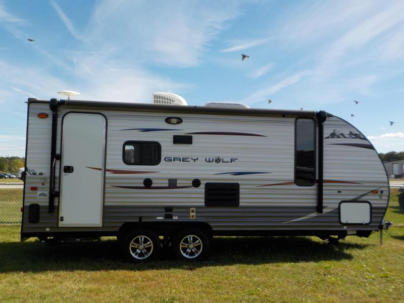 2015 Cherokee Grey Wolf Trailer Toy Hauler RV