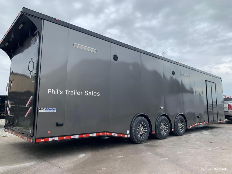 32 Continental Cargo ENCLOSED RACE TRAILER   Car / Racing Trailer