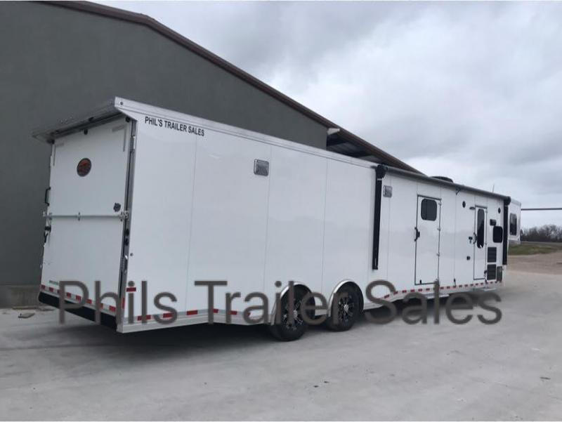 2019 43  Sundowner LIVING QUARTERS TRAILER WITH GARAGE FOR CAR