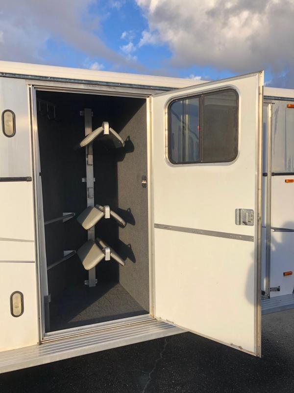 2002 Classic 3H GN Monarch Model Horse Trailer
