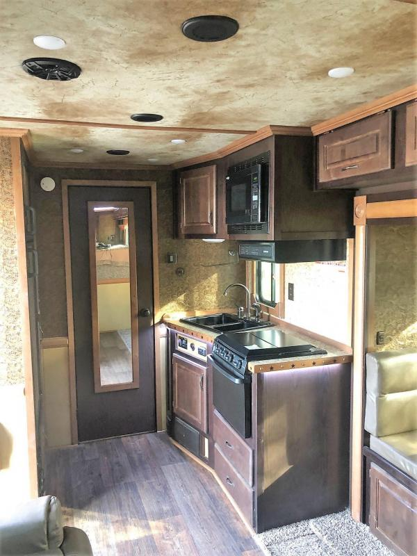 2018 Trails West 15x19 Sierra Model 3-Horse LQ with Slide Out